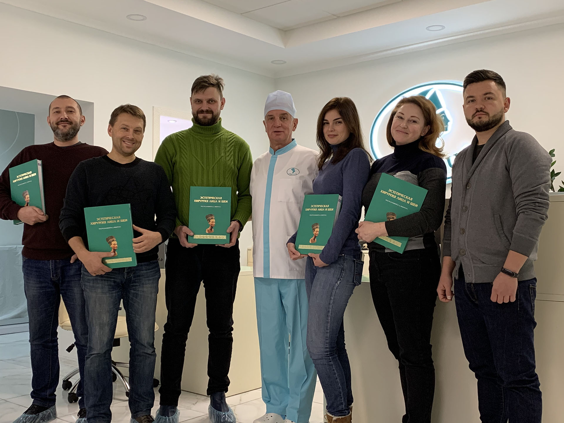 A book on aesthetic surgery has been published